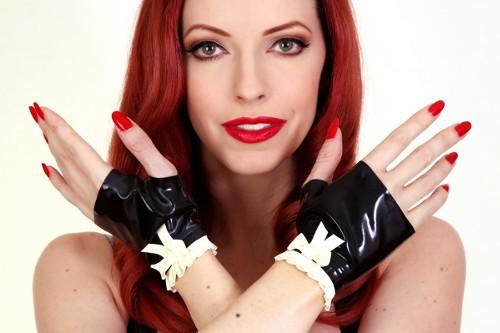 Frilly Gloves